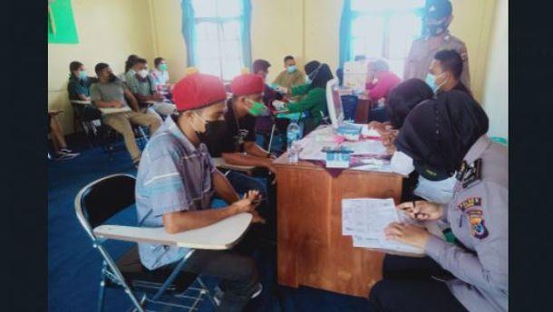 Sambangi Kampus, Polres Ende Gelar 'Vaksinasi Merdeka'