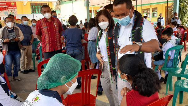 Bupati Manggarai Pantau Pelaksanaan Vaksinasi Pelajar di SMPK Immaculata-Ruteng