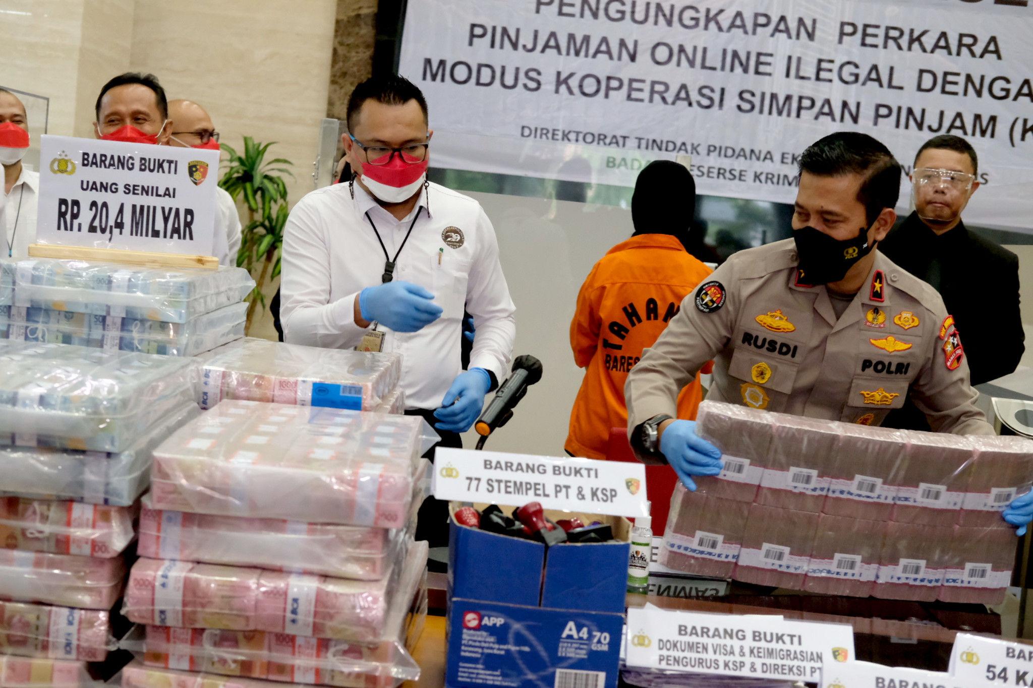 Marak Kasus Pinjol, Polisi Kembali Amankan Pelaku Pinjol Ilegal dan Sita Uang  Rp21 Miliar