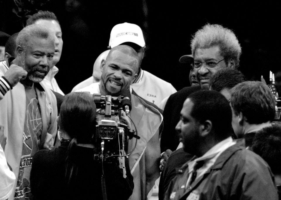 Roy Jones Jr (au centre) par mborowick - Wikimédia Commons CC BY 2.0<br>