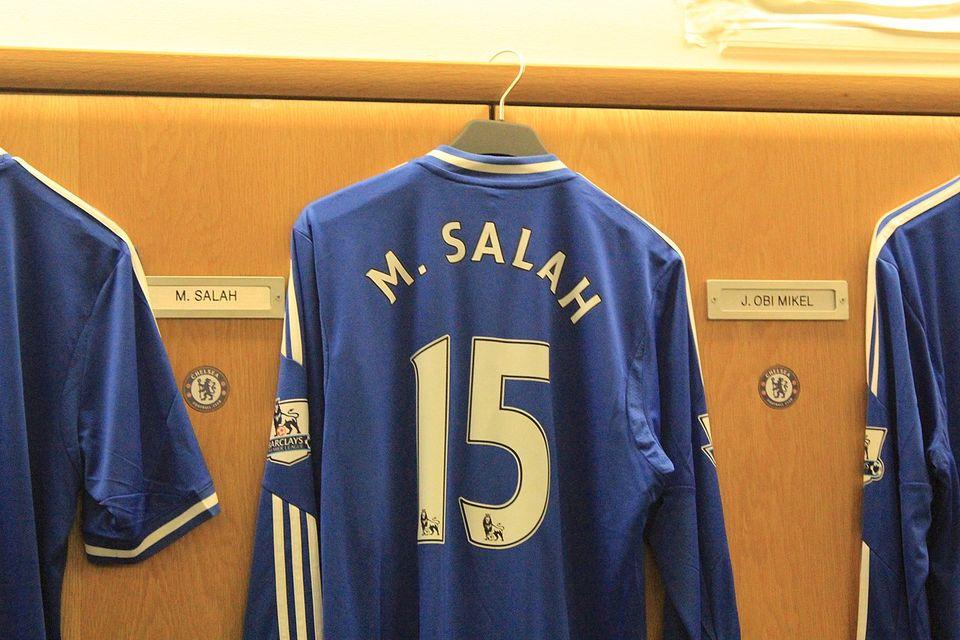 Maillot de Mohamed Salah quand il était à Chelsea parSaiflee100 -Wikimédia Commons CC BY-SA 4.0