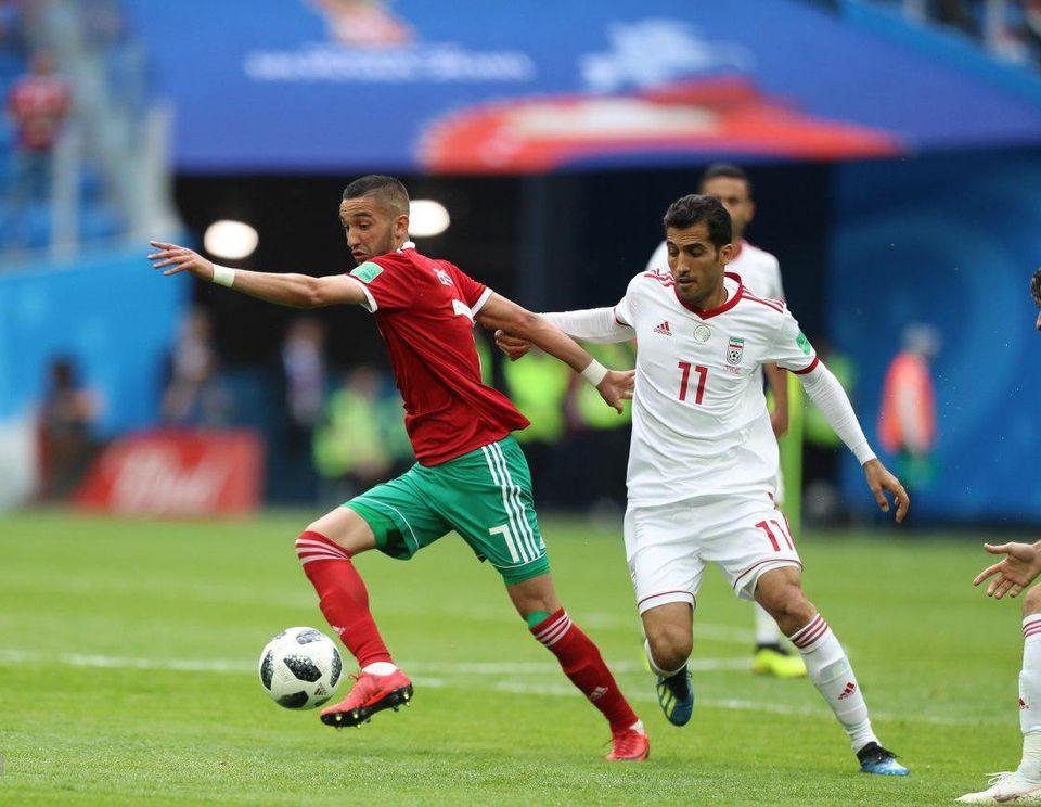 Hakim Ziyech (en rouge) parMahdi Zare / Fars News Agency - Wikimédia Commons CC BY-SA 4.0
