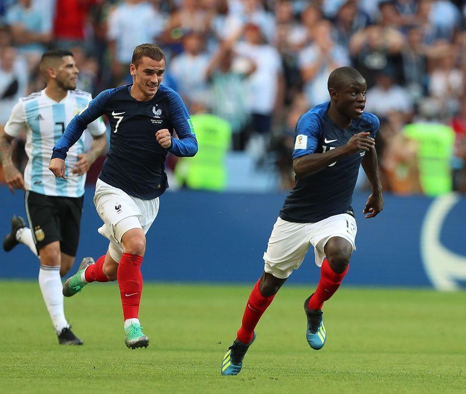 Ngolo Kanté (devant) par Anton Zaitsev (Soccer.ru) - Wikimédia Commons CC BY-SA 3.0