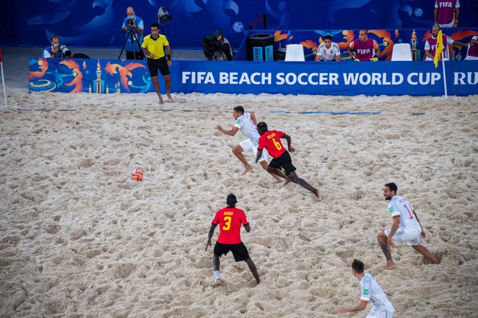 Espagne - Mozambique (CDM de Beach Soccer 2021) par?. ?????a (M. Mishina) / Press Service of the Mayor and the Government of Moscow - Wikipédi CC BY-SA 4.0 (Mos.ru)