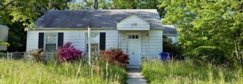 Clayton Buys Houses