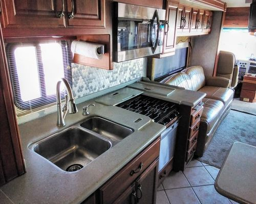 2005 AMERICAN COACH AMERICAN TRADITION(Stock # US16738)