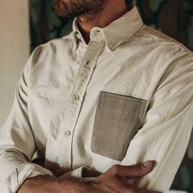 fit model wearing The Atelier and Repairs Jack in Washed White Oxford, arms crossed