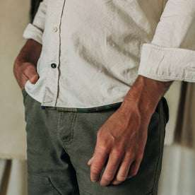 fit model wearing The Atelier and Repairs Jack in Washed White Oxford, hand at side