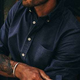 fit model wearing The Jack in Navy Oxford, chest detail