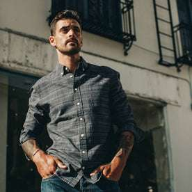 fit model wearing The Jack in Navy Slub, hands in pockets