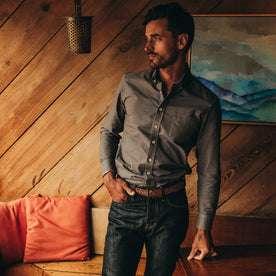 fit model wearing The Jack in Smoke Oxford, looking left