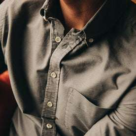 fit model wearing The Jack in Smoke Oxford, chest detail