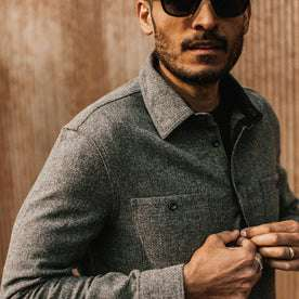 fit model wearing The Service Shirt in Ash Melange Wool, fixing button