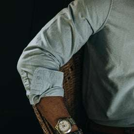 fit model wearing The Jack in Blue Everyday Oxford, sleeve detail