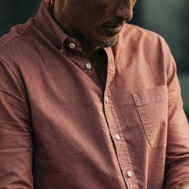 fit model rocking The Jack in Dusty Rose Oxford, cropped shot of chest