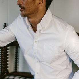 fit model wearing The Jack in White Everyday Oxford, chest close up crop
