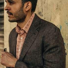 fit model wearing The Sheffield Sportcoat in Cocoa Linen, looking left