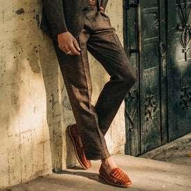 fit model wearing The Sheffield trouser in Cocoa Linen, cropped belt down