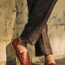 fit model wearing The Sheffield trouser in Cocoa Linen, cropped up close shot shin down