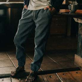 fit model wearing The Après Pant in Charcoal Waffle, hands in pokets
