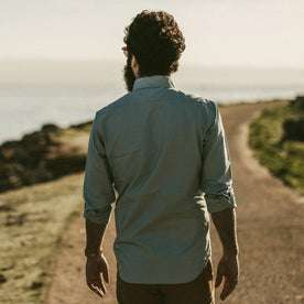 Our fit model wearing the Jack in Seafoam Everyday Oxford.