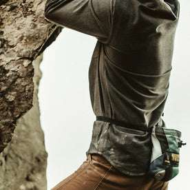 James showing the details of the Yosemite Shirt in Heather Charcoal while rock climbing