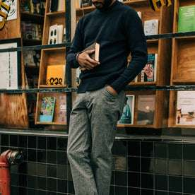fit model wearing The Camp Pant in Navy Jaspe, holding book