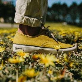 fit model wearing The Vista Sneaker in Gold Boss Duck, side profile