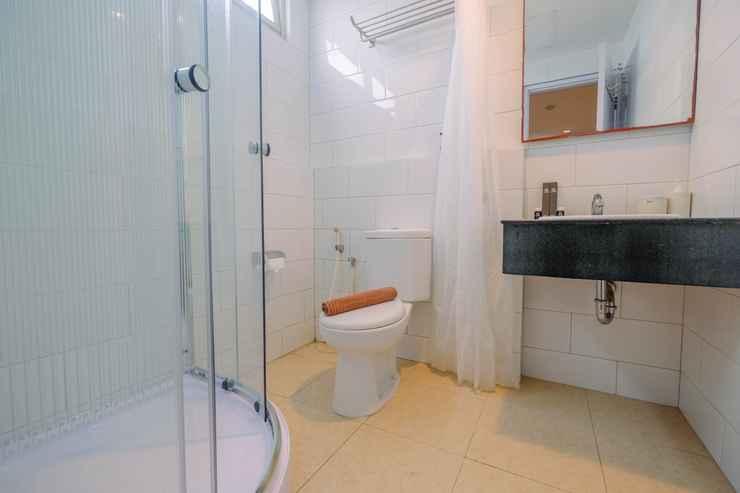 BATHROOM Beautiful 2BR at Pasar Baru Mansion Apartment By Travelio