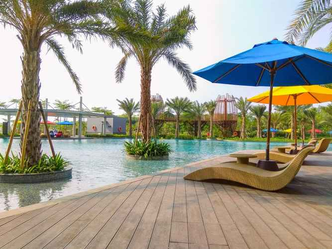 SWIMMING_POOL Spacious 3BR at Gold Coast Apartment near Shopping PIK Avenue By Travelio
