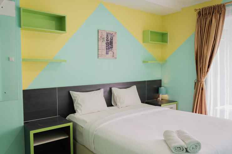 BEDROOM 1BR Elegant and Comfy Green Central City Apartment By Travelio