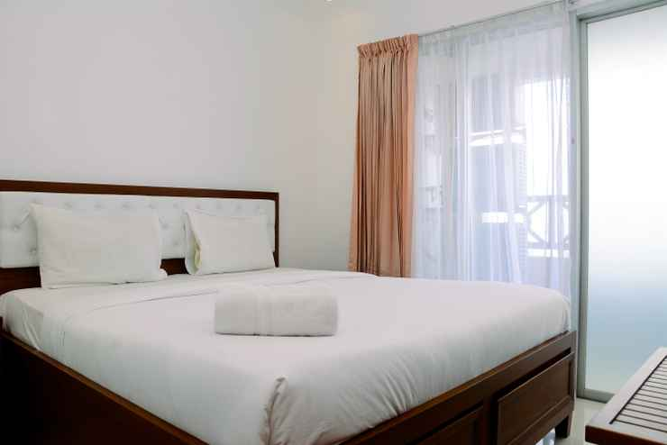 BEDROOM 2BR Comfortable Green Central City Apartment By Travelio