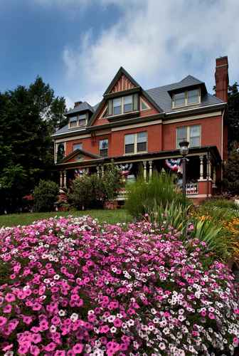 Featured Image B. F. Hiestand House Bed & Breakfast