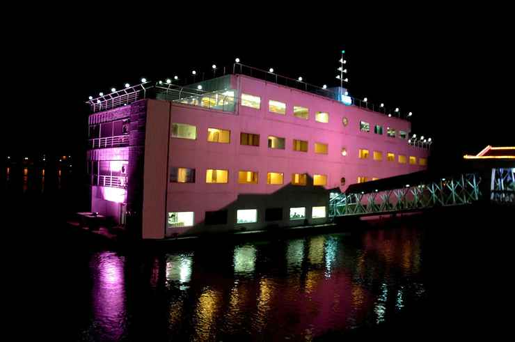 Featured Image The Floatel Hotel