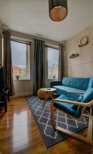 Featured Image Stylish and Charming City Centre apt for 6