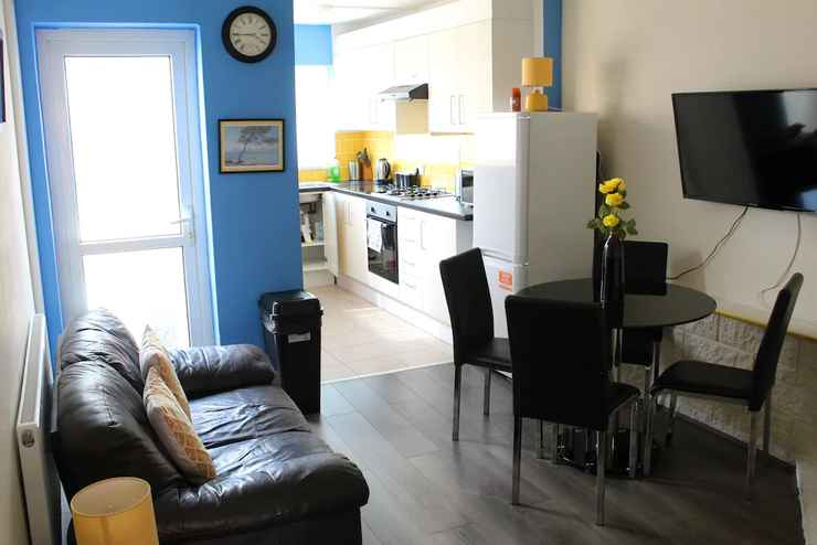 Featured Image New 4 Bedroom Coventry House Sleeps 7