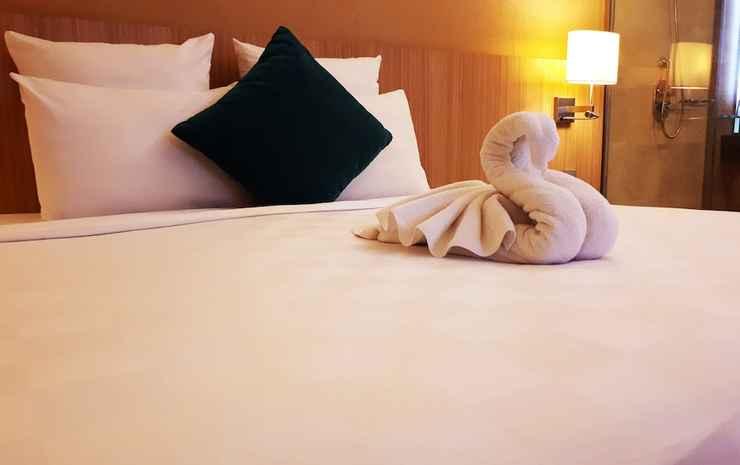 Novotel Surabaya Hotel & Suite Surabaya - Kamar Superior, 1 Tempat Tidur King, pemandangan kolam renang