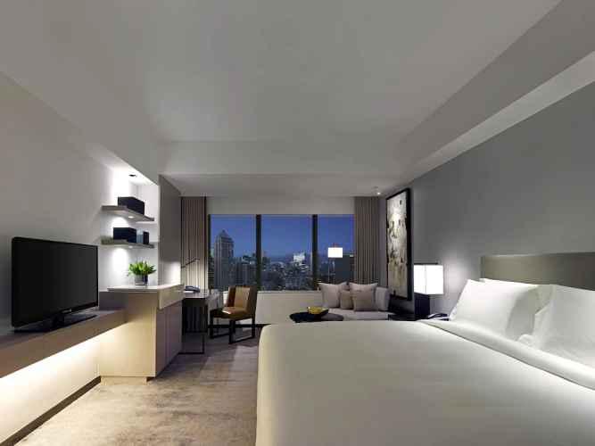 BEDROOM New World Makati Hotel
