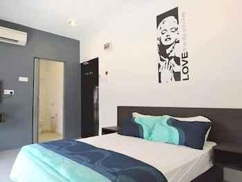 BEDROOM The Six Residences at JB Sentosa