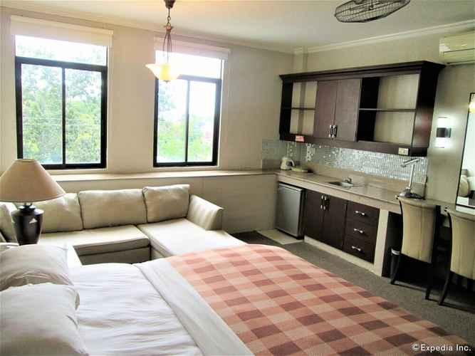 BEDROOM Stonestown Suites