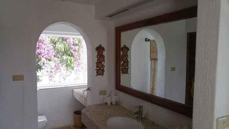 Bathroom Puerto Del Sol Resort & Dive Center