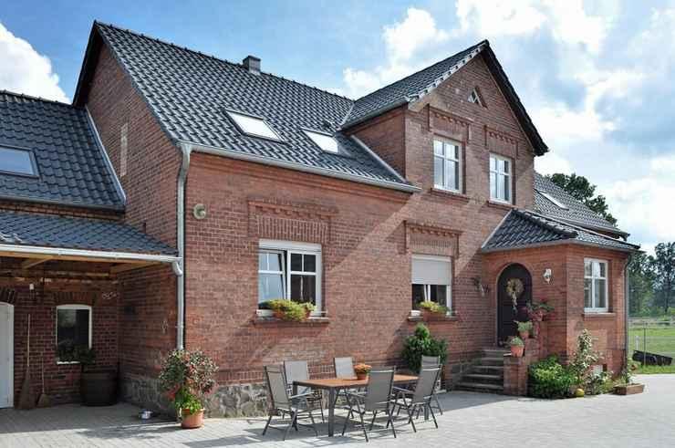 EXTERIOR_BUILDING Gutshof zum Adlernest