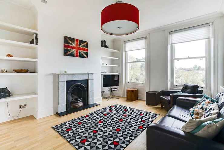LOBBY Beautiful 2BR Home in Wimbledon Village W/parking
