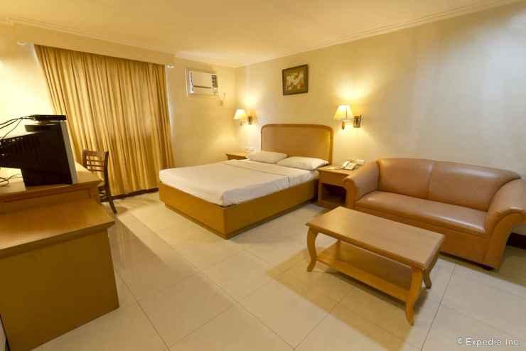 BEDROOM Diplomat Hotel