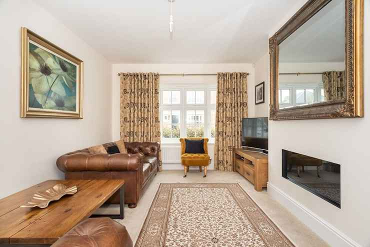 Featured Image Huge & Modern 4 Bedroom House in York