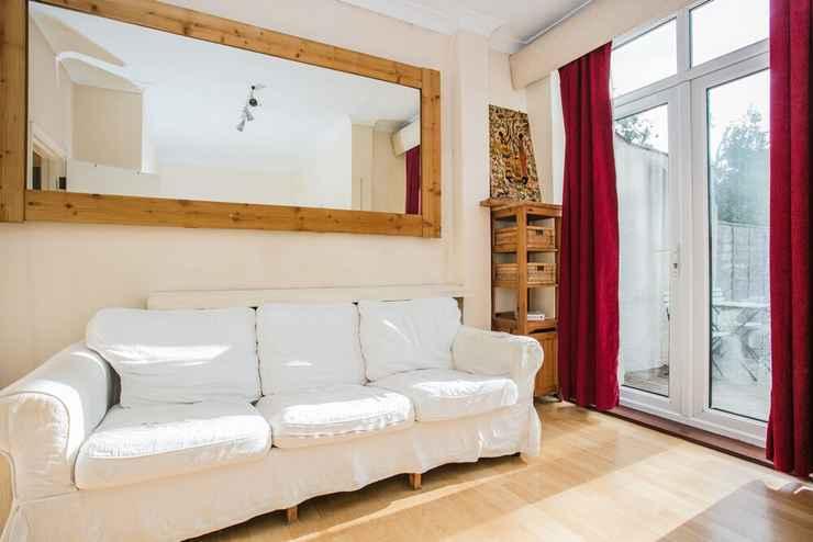 BEDROOM 1 Bedroom Flat in Wimbledon With Garden