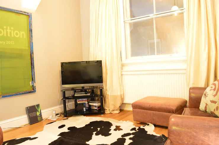 BEDROOM Spacious 2 Bedroom House Close to Notting Hill