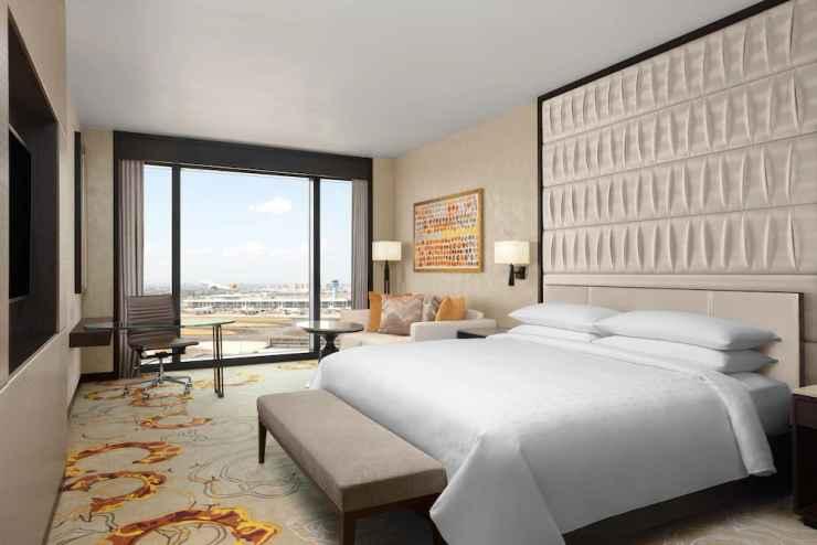 BEDROOM Sheraton Manila Hotel