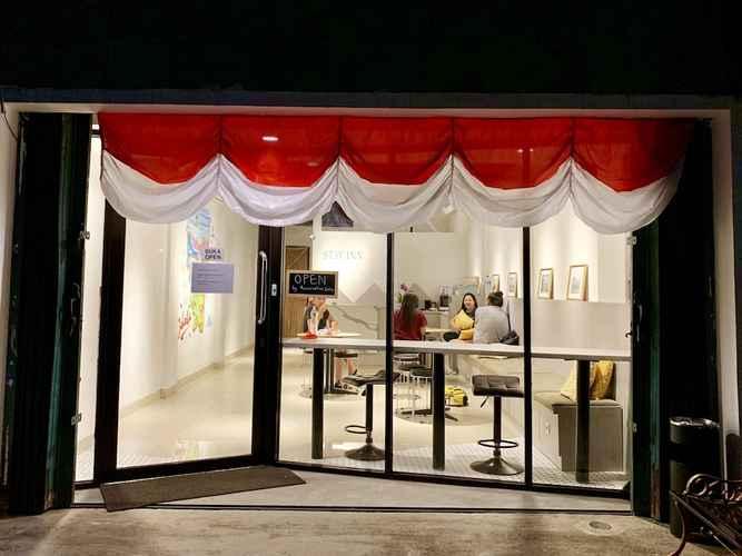 EXTERIOR_BUILDING Stay Inn Hostel Jakarta