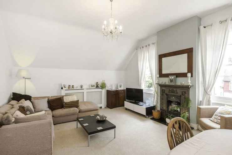 COMMON_SPACE Bright 2BR Home in Wimbledon, 4 Guests!